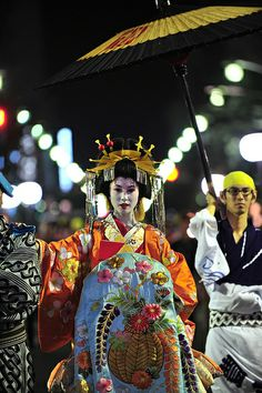 Oiran-dochu Festival. おいらん道中 OIRAN was the highest ranked courtesan in the pleasure quarters Edo era. The word OIRAN consists of two kanji. Flower & Leader, Top Or First.