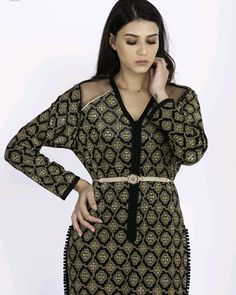 L'image contient peut-être: 1 personne, debout Morrocan Fashion, Style Marocain, The Prestige, Cold Shoulder Dress, Dresses With Sleeves, Long Sleeve, Fashion Ideas, Outfit, Sleeve Dresses