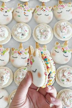 These Unicorn Macarons are possibly even more magical! // gluten free desserts // mystical animal // macaroons // character macarons // french dessert Food and Drinks Cute Food, Yummy Food, Unicorn Foods, Köstliche Desserts, Food Deserts, White Desserts, Mexican Desserts, French Desserts, Dessert Food