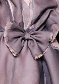 CoCo is Haute - Valentino layers of palest lavender, mauve and lilac silk chiffon create this gorgeously lush gown. Dusty Purple, Fuchsia, Purple Haze, Shades Of Purple, Dusty Rose, Deep Purple, Periwinkle, Light Purple, Color Mauve