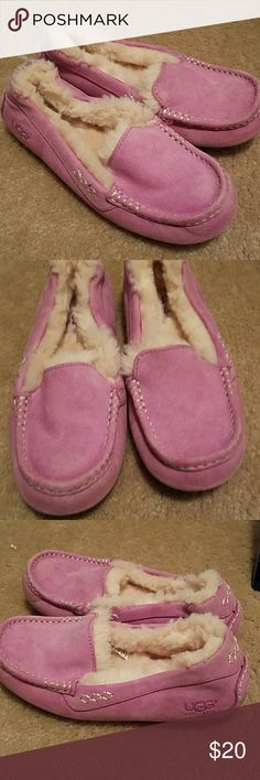 UGG AUSTRALIA SHOES SIZE 6 Pre owned in good condition but does show light wear.    Has been wash...fur has a dye pink from washing. UGG Shoes Flats & Loafers