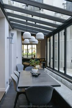A Parisian living room enlarged by a veranda - PLANETE DECO a homes world - A Parisian lounge enlarged by a veranda - PLANETE DECO a homes world House Extension Design, House Design, House Extensions, Glass House, Winter Garden, Home Interior Design, Architecture Design, Open Plan, New Homes