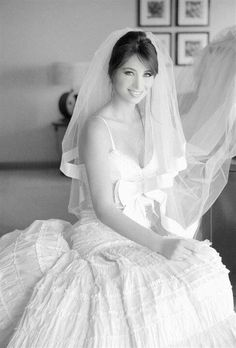 Wedding veil--really like this--would go well with my dress