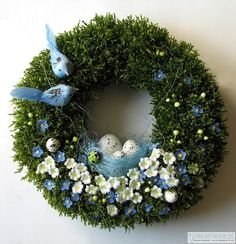What a beautiful spring wreath, I love the fullness of the greenery and Bird decor. This is an elegant decor idea for your front door. Spring Crafts, Holiday Crafts, Easter Wreaths, Christmas Wreaths, Diy Osterschmuck, Easter Bunny Eggs, Diy Ostern, Diy Easter Decorations, Tiny Flowers