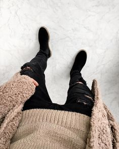 "965 Likes, 55 Comments - Pepé | Fashion Enthusiast (@soy_raka) on Instagram: ""COZY """