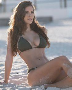 busty brunette Pauline Jackson on the beach in a sexy green bikini Sexy Bikini, Bikini Dream, Bikini Girls, Summer Girls, Hot Girls, Live Girls, Mädchen In Bikinis, Instagram Models, Celebrity Pictures
