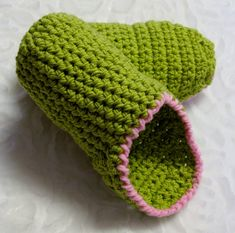 Mules crochet for women. Mommy Workout, Cast Off, Knitting Socks, Womens Slippers, Crochet Patterns, Crochet Hats, Stitch, Relief, Couture