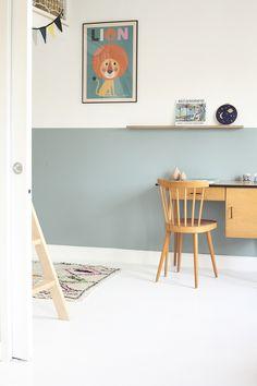 Dormitorio infantil en madera y tonos azules | DecoPeques