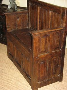 16th century box | SMALL 16TH CENTURY AND LATER OAK BOX SEATED SETTLE.
