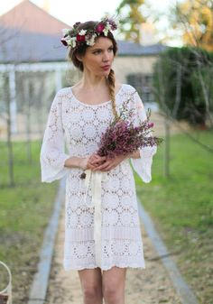 Free Pattern: DIY how to make a lace wedding dress from a vintage crochet tablecloth in one hour