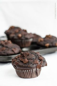 čokoládové muffiny Cheesecake Brownies, Chocolate Muffins, Healthy Muffins, Valspar, Nutella, Cake Recipes, Food And Drink, Easy Meals, Sweets