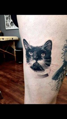 Realistic cat portrait tattoo on the right thigh.