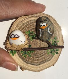 Steine Steine – Keep up with the times. Pebble Painting, Pebble Art, Stone Painting, Painting On Wood, Sea Crafts, Nature Crafts, Diy And Crafts, Arts And Crafts, Wood Slice Crafts