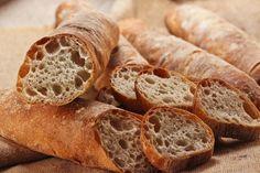 """""""Stirato"""" nennen sich die länglichen, goldbraunen undaromatischen Baguette der Italiener, aber wo ist der Unterschied zum französischen Baguette?Im Geschmack kann es mit demder Franzosen locker ..."""