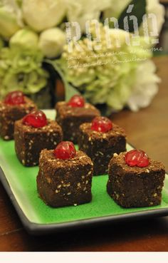 Chocolate Dukkah RumCubes made with Milk Chocolate and Chilli Powder and Chocolate and Almond Dukkah. Styled with the RiceCube, an aussie invention! Rice Cube, Cubes, New Recipes, Favorite Recipes, Cook Off, Love Chocolate, No Bake Desserts, Finger Foods, Sushi