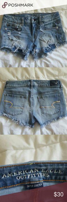 American Eagle Size 4 Shorts Shortie Jean Denim American Eagle Size 4 Shorts Shortie Jean Denim Distressed American Eagle Outfitters Shorts Jean Shorts