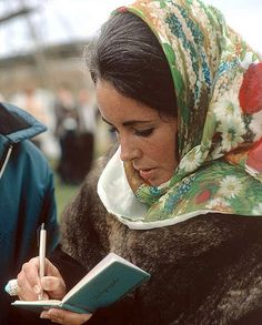 Elizabeth Taylor signing an autograph. Photo by Eve Arnold, Hever Castle, Great Britain, 1969