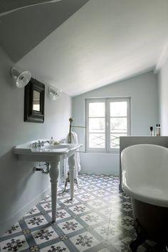 Une salle de bains esprit art déco