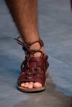 Dolce & Gabbana Spring 2014 Menswear Fashion Show Felt Shoes, Sock Shoes, Men's Shoes, Mode Masculine, Gladiator Sandals, Leather Sandals, Men's Sandals, Mens Beach Shoes, Barefoot Men