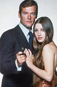 """Roger Moore and Jane Seymour, Promo Shot """"Live And Let Die"""" (1973)"""