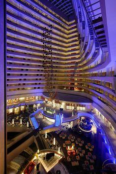 Luxo, boa localização, ótimas opções de lazer e gastronomia dentro do hotel Marina Mandarin Singapore, nosso hotel em Singapura.