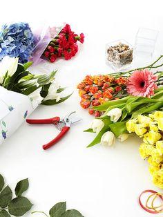 How to arrange grocery store flowers like a pro. 10 Beautiful Arrangements --> http://www.hgtv.com/decorating-basics/hgtv-celebrity-flower-arrangements/pictures/index.html?soc=pinterest