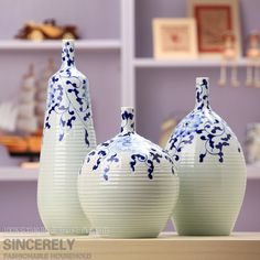 Betta-made modern home furnishings for three-set ceramic vases ceramic flower hand-painted blue and white Painted Vases, Hand Painted, Clay Vase, Blue And White China, White Plates, Ceramic Flowers, Betta, White Ceramics, Home Furnishings