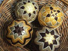 Melinda35 / vianočné patchworkové gule zlato-hnedé