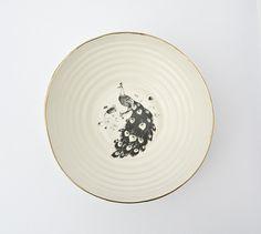Ensaladeras y cuencos - Tazón de porcelana blanca con el pavo real - hecho a mano por KinaCeramics en DaWanda #decoración #deco #diseño #hechoamano #handmade #hogar #casa #DaWanda