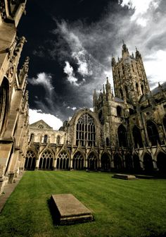 Canterbury Cathedral, I can't believe I was there like 2 months ago! Canterbury England, Canterbury Cathedral, Places To Travel, Places To See, Leeds, Art Roman, Bristol, Liverpool, Gothic Architecture