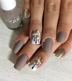 Here are some hot nail art designs that you will definitely love and you can make your own. You'll be in love with your nails on a daily basis. Stylish Nails, Trendy Nails, Ongles Beiges, Nail Art Blanc, Nail Designs 2017, Cute Easy Nail Designs, Cute Simple Nails, Wine Nails, White Nail Art