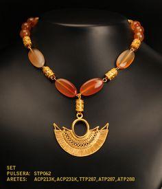 Collares precolombinos, diseños inspirados en las culturas precolombinas que habitaron centro y sur america cada uno con una historia diferente y emocionante, donde las tradiciones, la cultura y sus costumbres eran representadas  en cada una de estas maravillosas  piezas de orfebreria en oro tumbaga. Tribal Jewelry, Wire Jewelry, Gold Jewelry, Beaded Jewelry, Handmade Jewelry, Beaded Necklace, Native American Jewellery, American Jewelry, Ancient Jewelry