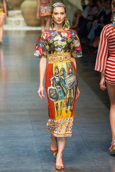 Kati Nescher au défilé Dolce & Gabbana http://www.vogue.fr/mode/cover-girls/diaporama/le-top-kati-nescher-en-50-looks/10320/image/639063#dolce-amp-gabbana
