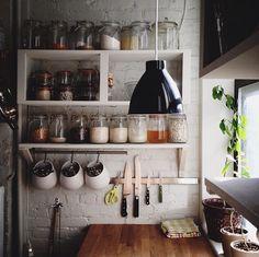 Фотография: Кухня и столовая в стиле Кантри, DIY, Малогабаритная квартира, Квартира, Советы – фото на InMyRoom.ru