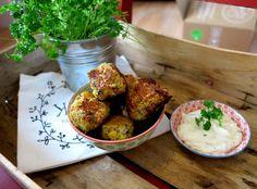 Orientalisch schlemmen mit diesen Falafel Low Carb ohne Mehl. Dieser knusprige Low Carb Snack liefert Dir viel Energie und hält lange satt.