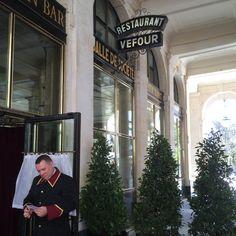 { Paris et moi わたしとパリ } パリに行ったら したいこと⑯ 伝説のレストランVEFOURでギーマルタンの世界を堪能! Restaurant, Paris, Couple Photos, Couples, Couple Shots, Restaurants, Couple, Couple Pics, Dining Rooms
