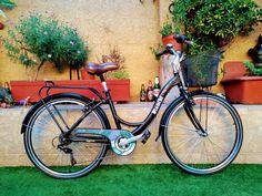 Taller Reparacion Restauración Mantenimiento Bicicletas. Macrame, Bicycle, Motorcycle, Bicycle Types, Riding Bikes, Cruiser Bikes, Atelier, Bike, Bicycle Kick