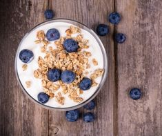 Making Yogurt from scratch in an Easiyo. I recently got the Easiyo yogurt maker and have been using this recipe. Make Your Own Yogurt, Making Yogurt, Probiotic Foods, Fermented Foods, Healthy Snacks, Healthy Recipes, Healthy Yogurt, Healthy Eating, Easy Recipes