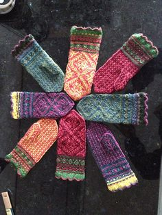 Ravelry: Amaryllis Mittens pattern by Mary Ann Stephens