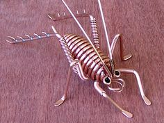 This copper weta measures from front legs to back legs. Wire Wrapped Jewelry, Metal Jewelry, Jewelry Art, Wire Art Sculpture, Wire Sculptures, Abstract Sculpture, Copper Wire Art, Copper Wire Crafts, Beaded Spiders
