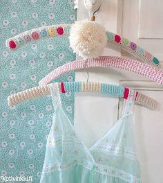 Crochet hangers- no pattern Crochet Gratis, Crochet Diy, Crochet Coat, Love Crochet, Learn To Crochet, Beautiful Crochet, Crochet Clothes, Knitting Projects, Crochet Projects
