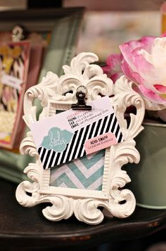I love how Heidi Swapp used the frame for her business card.
