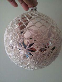 Image of pattern Crochet Christmas Decorations, Crochet Ornaments, Beaded Ornaments, Crochet Crafts, Christmas Tree Ornaments, Crochet Projects, Christmas Crafts, Winter Decorations, Crochet Snowflake Pattern