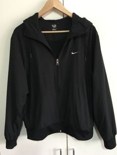 NIKE-windbreaker-in-charcoal