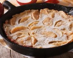 Try this Valeries Baked Apple Pancake recipe, or contribute your own. Baked Apple Pancake, German Apple Pancake, Puff Pancake, Baked Pancakes, Brunch Recipes, Breakfast Recipes, Cooked Apples, Sliced Apples, Glass Baking Dish