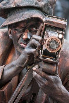 living statues Arnhem Living Statue, A Moment In Time, Art Of Living, Street Artists, Bronze Sculpture, Installation Art, Body Art Tattoos, Body Painting, Illusions