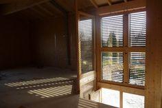 Fatada solara, sau cum ferestrele tale pot produce energie termica si umbra in acelasi timp Solar, Room, Furniture, Home Decor, Sage Green House, Houses, Bedroom, Decoration Home, Room Decor