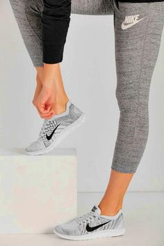 Super website~Nike roshe only $21.9,Last three days,wow, it is so cool,repin it and get it soon