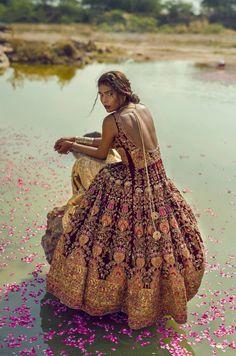bollywood art culture travel sabyaasachi: Zara Abid photographed by Ashna Khan Indian Bridal Fashion, Asian Fashion, Boho Fashion, High Fashion, Fashion Beauty, Moda Hippie, Look Boho, Fashion Moda, Saris