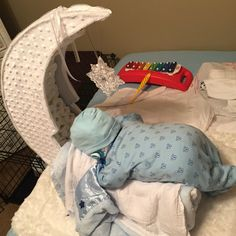 Goodnightmoon baby diaper cake
